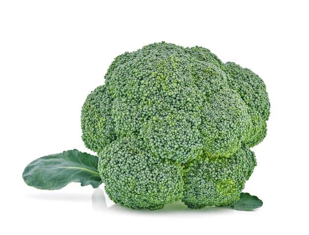 Broccoli geïsoleerd op een witte achtergrond.
