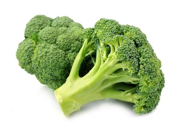 Broccoli kool close-up geïsoleerd op een witte achtergrond.