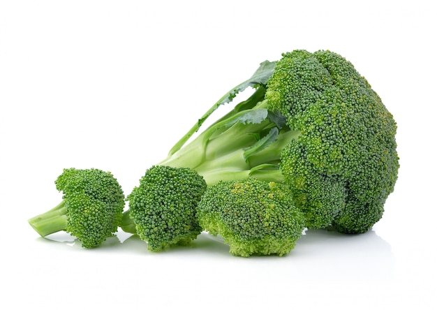 Broccoli op geïsoleerd wit