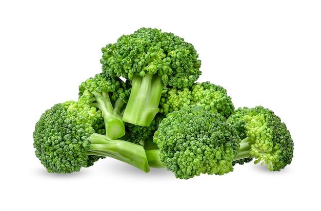 Broccoli op wit met het knippen van weg worden geïsoleerd die