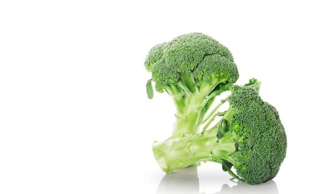 Broccoli op wit