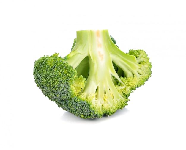Broccoligroente op wit wordt geïsoleerd dat