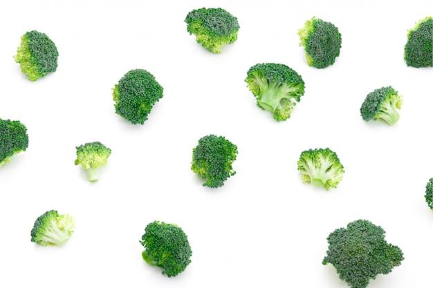 Broccoligroente op witte achtergrond