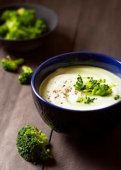 Broccolisoep winter voedsel hoog uitzicht