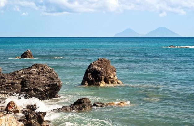 Brolo strand, messina, sicilië