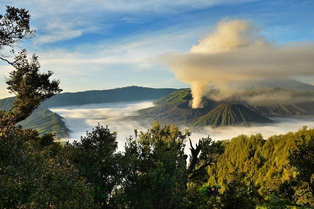 Bromo eruption-vulkaan, het nationale park van tengger semeru, oost-java, indonesië