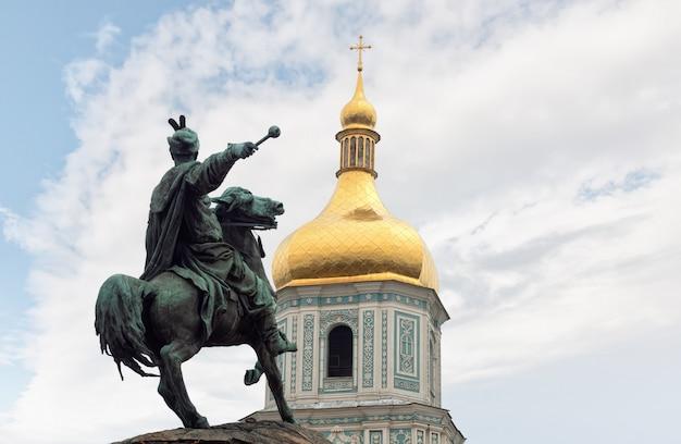 Bronzen monument voor bogdan khmelnitsky in kiev