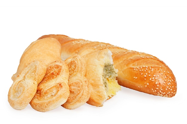 Brood, bladerdeeg koekjes en broodje met vulling