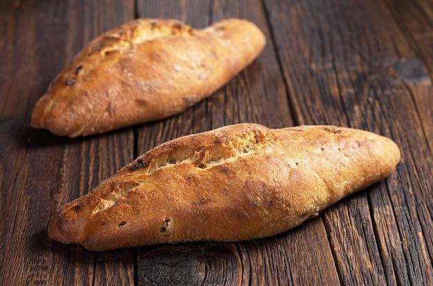 Brood ciabatta brood op houten tafel close-up