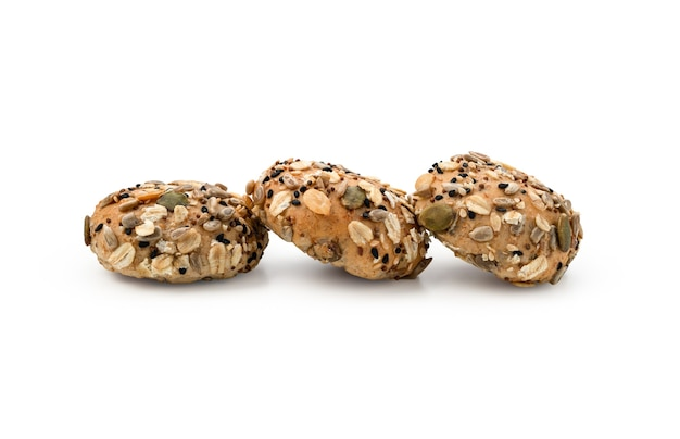 Brood geheel of broodje graan op witte achtergrond