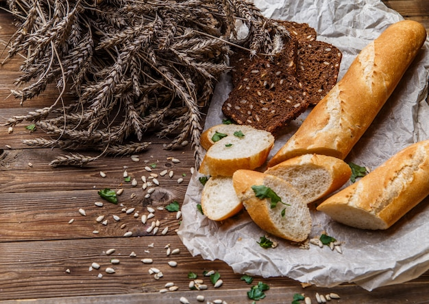 Brood, graanbrood op tafel