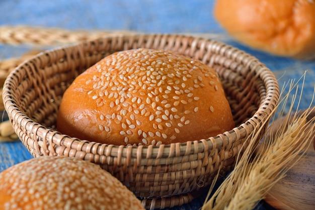 Brood in een mandje