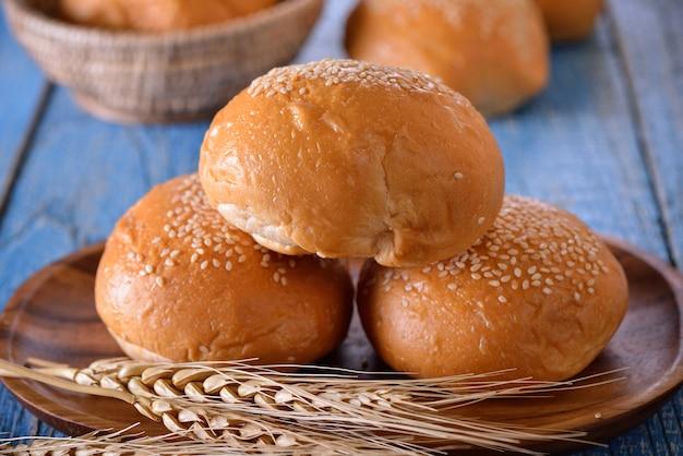 Brood in houten plaat