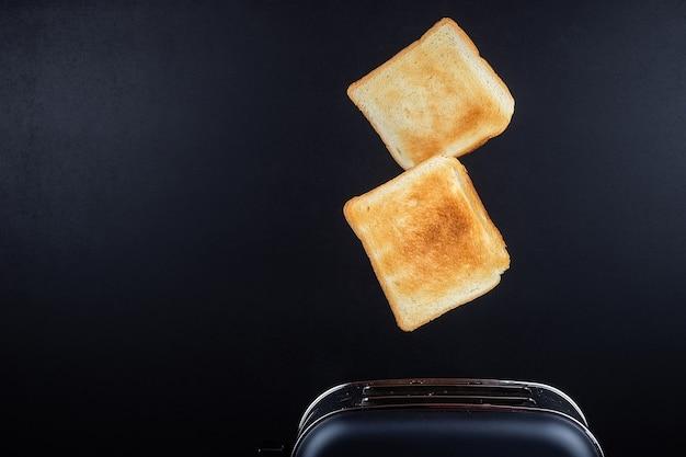 Brood komt uit de broodrooster