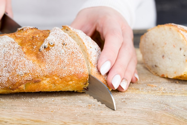 Brood op een snijplank