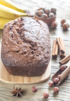 Brood van banaan-chocoladebrood met chocoladeroom