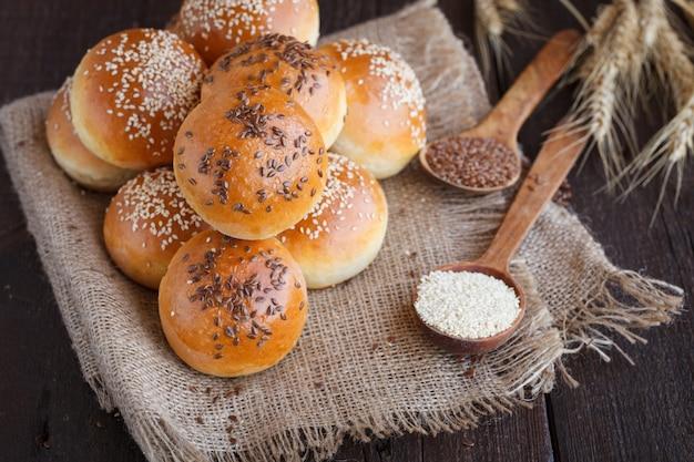 Broodje met lijnzaad en sesamzaden