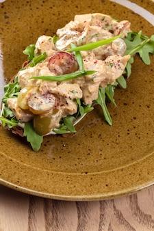 Broodje rundvlees met champignons