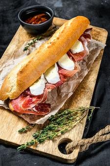 Broodje stokbrood met ham