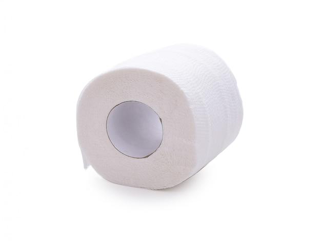 Broodje van zacht toiletpapier dat op wit wordt geïsoleerd