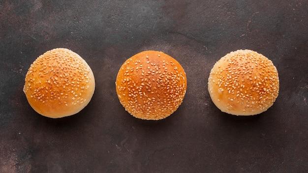 Broodjes brood met sesamzaadjes
