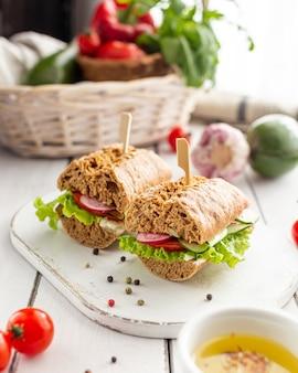 Broodjes met groenten voor de lunch