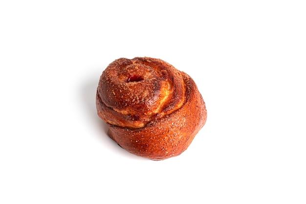 Broodjes met kersen geïsoleerd op een witte achtergrond. hoge kwaliteit foto