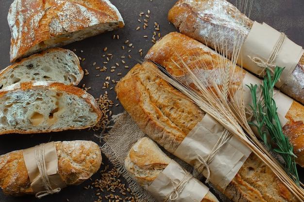 Broodproducten op de tafel in samenstelling