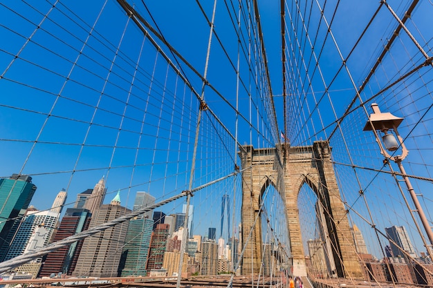 Brooklyn bridge en manhattan new york city vs.