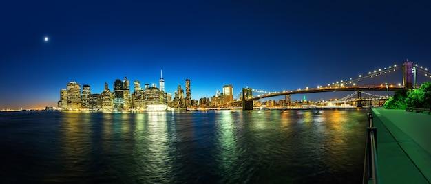 Brooklyn bridge en manhattan uitzicht vanaf hudson