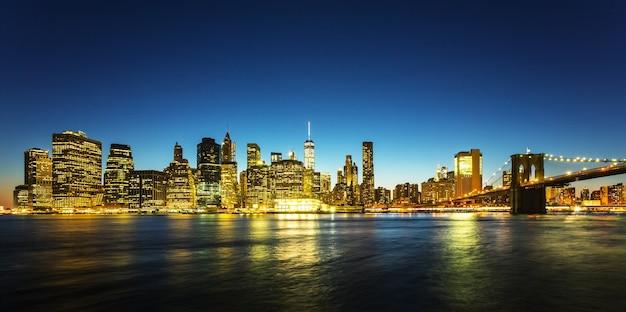 Brooklyn bridge-weergave 's nachts