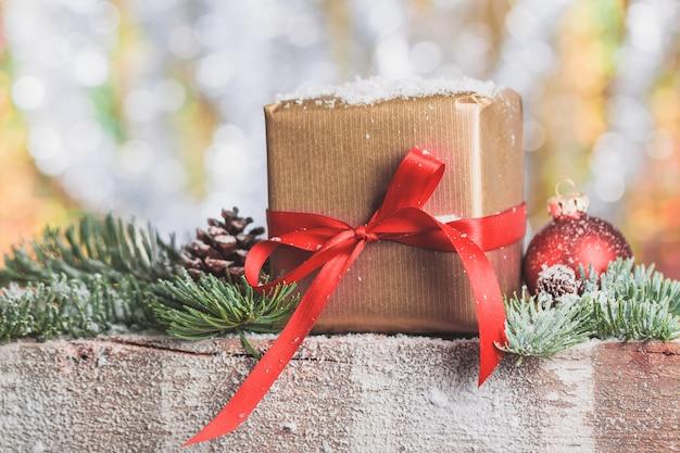 Brown gift pack met een rode strik
