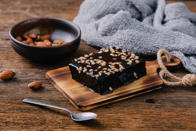 Brownie op houten tafel