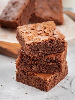Brownies liggen op elkaar.