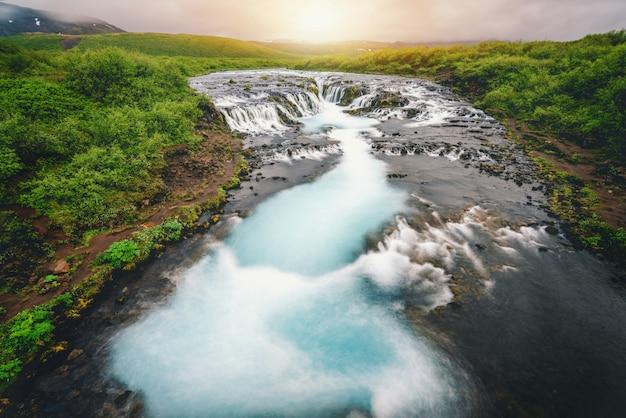 Bruarfoss waterval in brekkuskogur, ijsland.