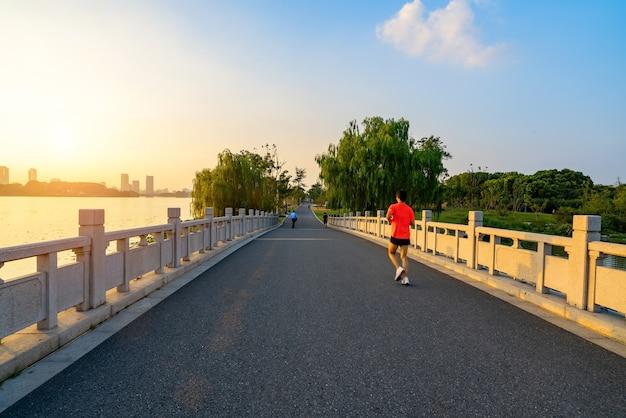 Bruggen en wegen in xuanwu lake park
