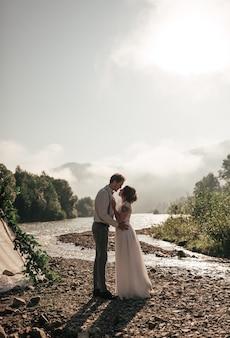 Bruid en bruidegom. net getrouwd. trouwkoppel.