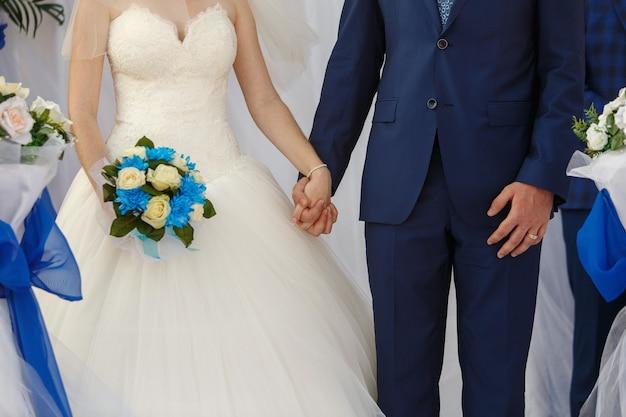 Bruid en bruidegom op de huwelijksceremonie.