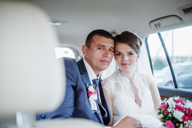 Bruid en bruidegom op hun