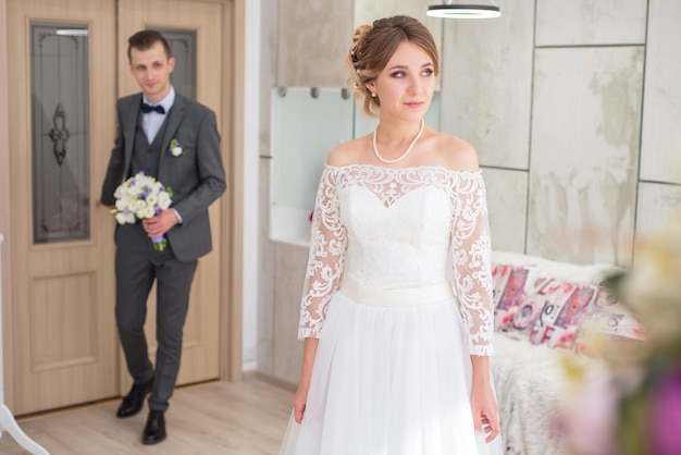 Bruid en bruidegom op huwelijksdag