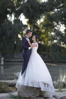 Bruid en bruidegom paar trouwfoto's