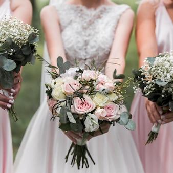 Bruid en bruidsmeisjes