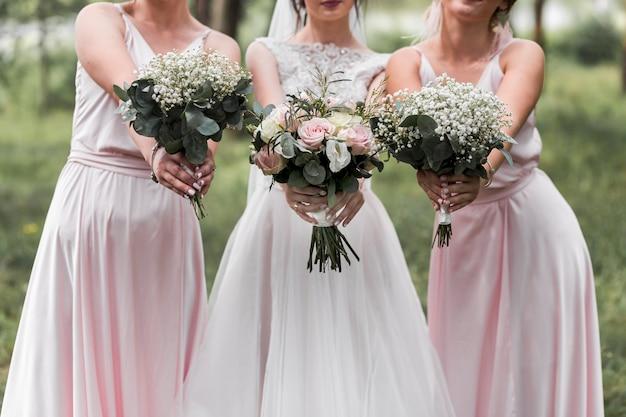 Bruid en haar bruidsmeisjes