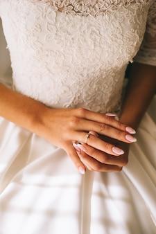 Bruid handen trouwring