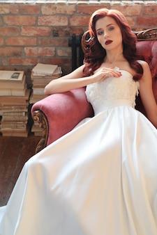 Bruid in een trouwjurk