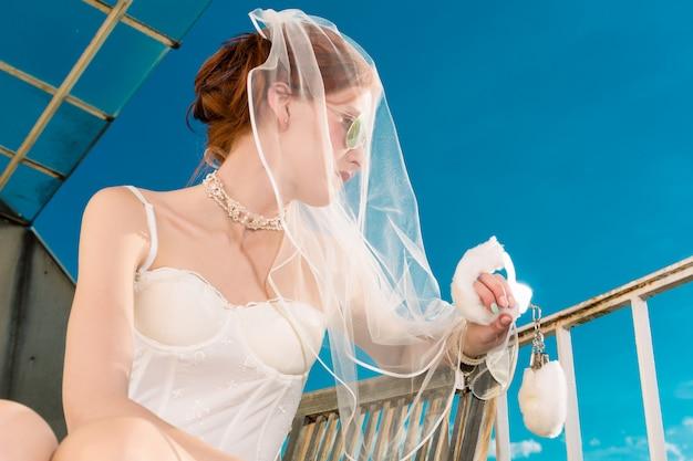 Bruid in lingerie voor haar bruiloft dromen
