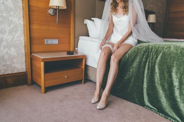 Bruid maakt zich klaar voor de ceremonie