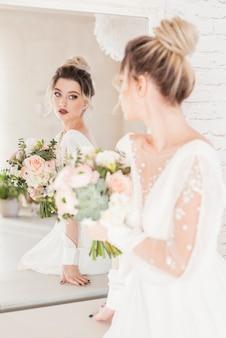 Bruid met boeket bloemen