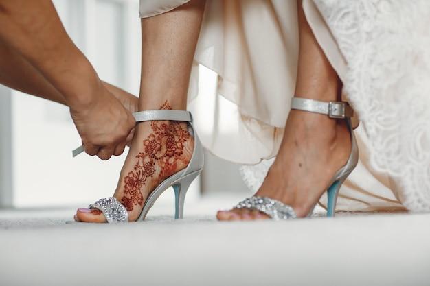 Bruid met mehendi