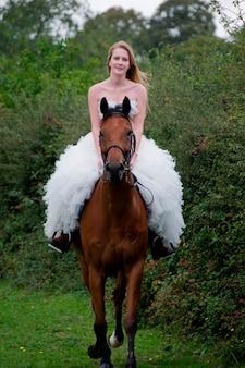 Bruid op een paard